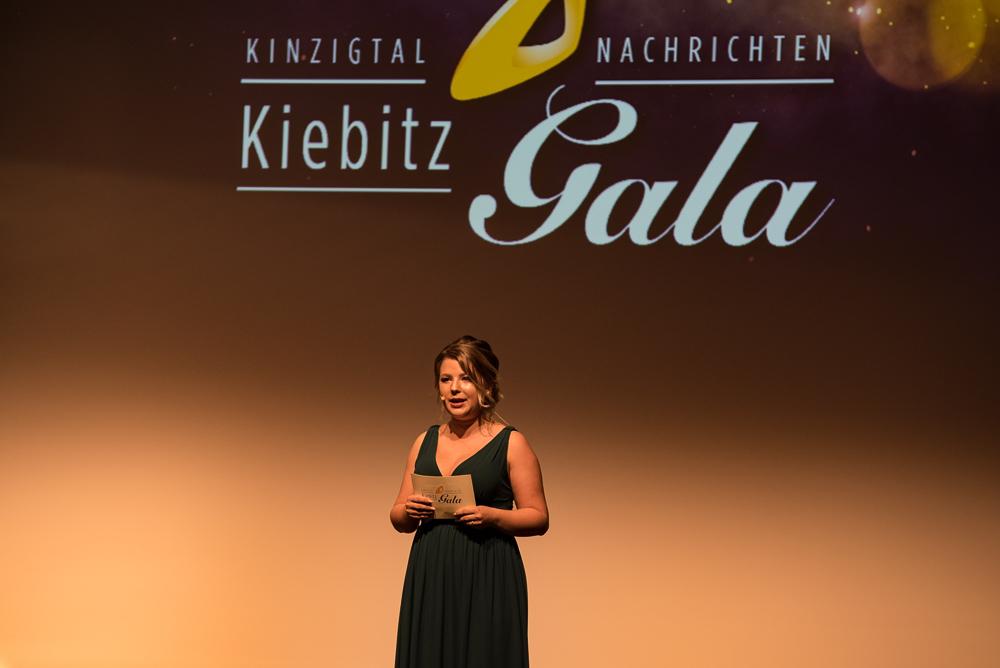 Moderatorin-Michelle-Kedmenec-Kiebitzgala-2018